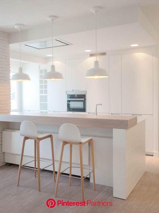 Un piso abierto y adaptable con vistas al mar | Decoración de cocina moderna, Decoración de cocina, Diseño de interiores de cocina