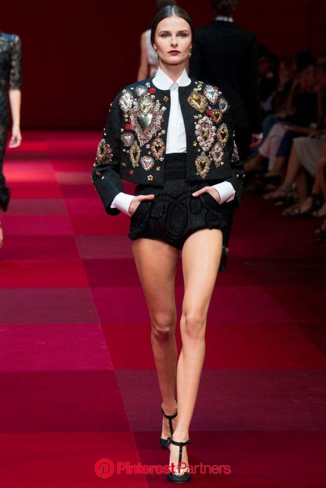 Dolce & Gabbana Spring 2015 Ready-to-Wear Fashion Show | Fashion week, Couture fashion, Fashion outfits