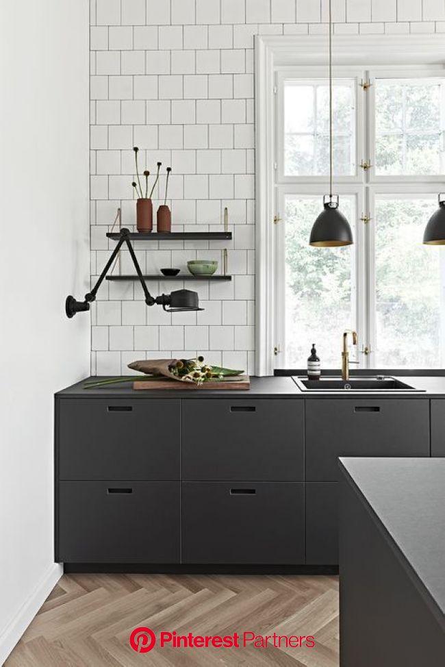 får du linoleums køkken fronter i dansk design til dit ikea hack (med billeder)   Sorte køkkenskabe, Køkken inventar design, Rustikke køkken