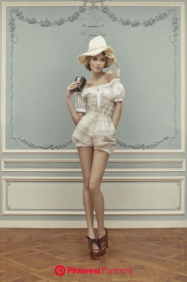 Fashion of Scarlett O'Hara & Huckleberry Finn (12) | Fashion, Couture collection, Fashion poses