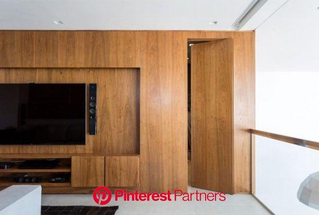 Madeira clara e vidro trazem conforto ao dúplex minimalista | Interior de apartamentos, Decoração sala de tv, Home deco
