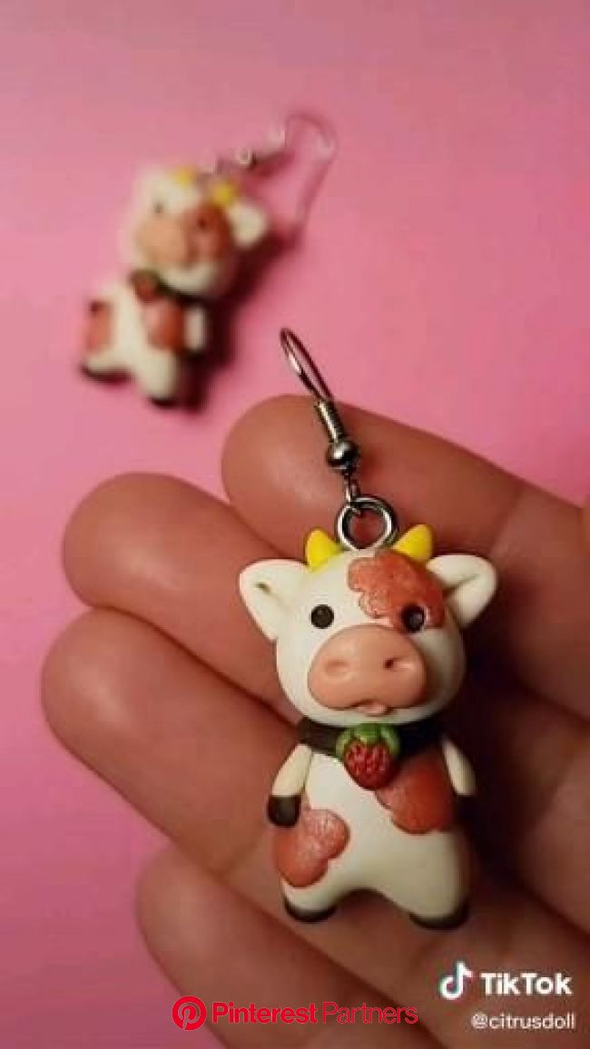 Strawberry Cow made by CitrusDollStudio [Video] in 2020 | Polymer clay crafts, Diy clay crafts, Polymer clay gifts