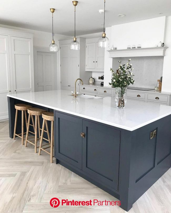 Helens kitchen over @insidenumbersixteen is really rather special isn't it! Serious Island envy! ???? #kit… | Kitchen renovation, White kitchen design