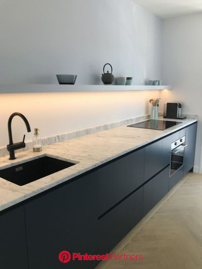 Modern kitchen. Complete you kitchen with the VIGO Greenwich Pull-Down Spray Kitchen Faucet | … | Cuisine moderne, Cuisine appartement, Intérieur mode