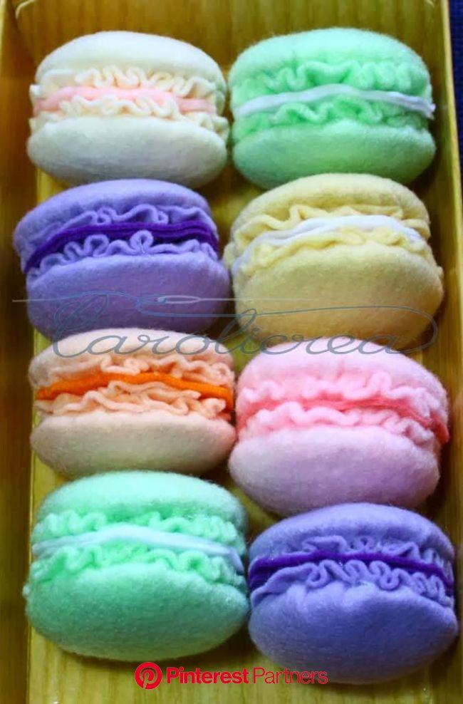 Macaron portachiavi: il tutorial | Felt cake, Felt food, Felt play food
