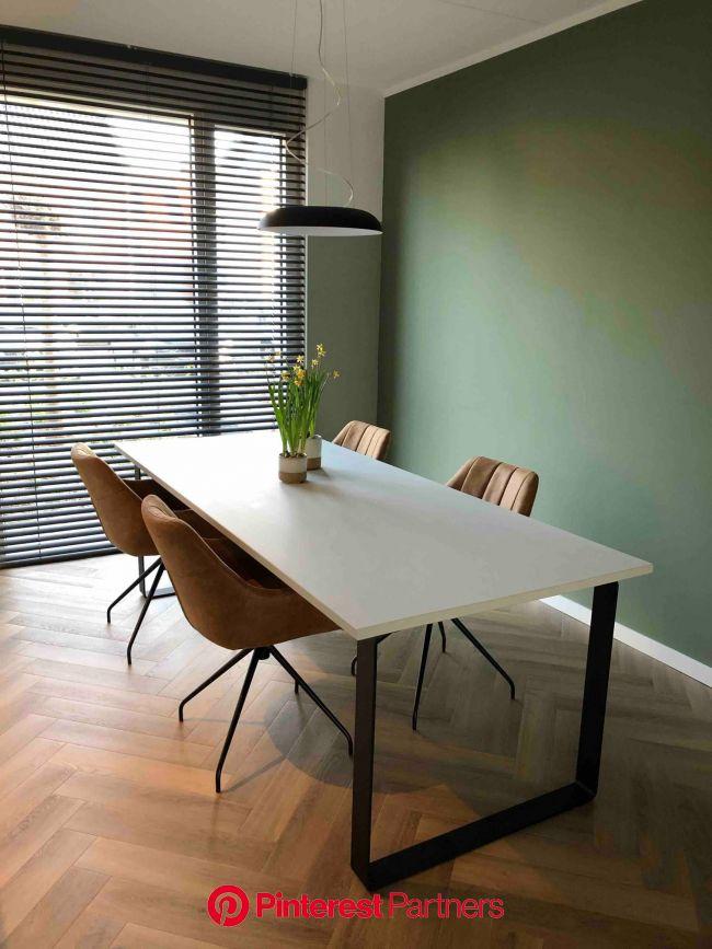 Zelf gemaakte industriële tafel | Inspiratie eettafel in 2020 | Slaapkamer muur decor, Interieur woonkamer, Industriële eettafels