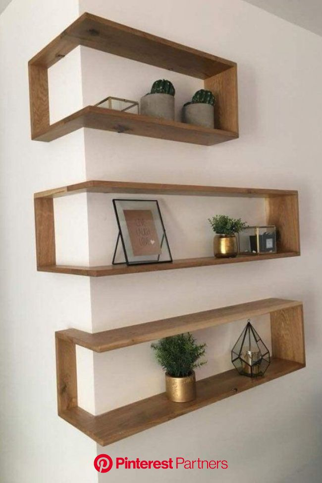 Corner shelves are a new way to reinvent available space. IDitMyself offer 2 different options.  … | Deco maison interieur, Décoration maison, Déco ma