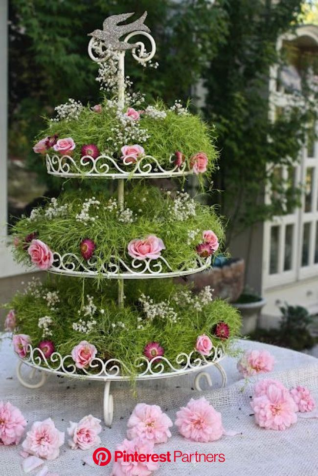 Not sure I would have an occasion to make this but I think it's a great idea.   Flower stands, Tea party garden, Flower arrangements
