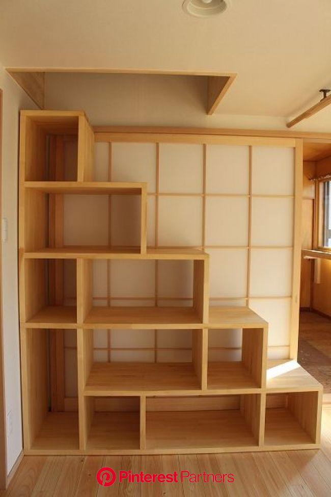 二階のリフォーム 二世帯住宅 リフォーム リビング 階段飾棚 ロフトへの階段も兼ねています   階段の設計, 住宅, インテリア 収納