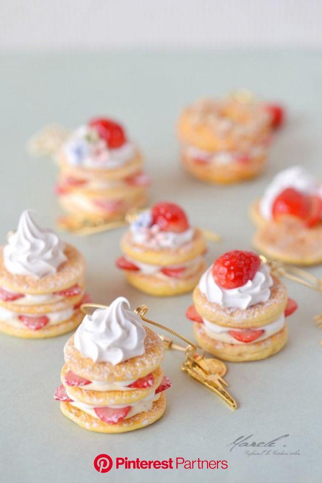 いちごパンケーキのバッグチャーム | ハンドメイドマーケット minne | フェイクスイーツ 作り方, ミニフード, ミニチュアフード 作り方