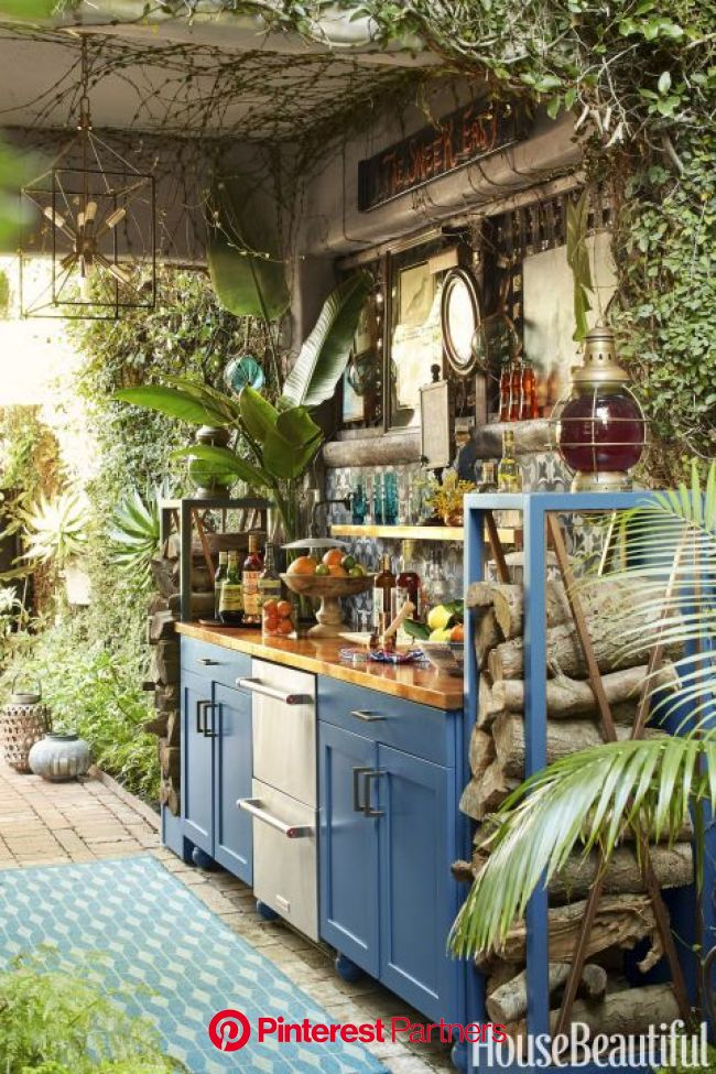 15 Outdoor Kitchens That Will Make You Never Want to Cook Inside Again | Outdoor kitchen countertops, Backyard kitchen, Outdoor kitchen