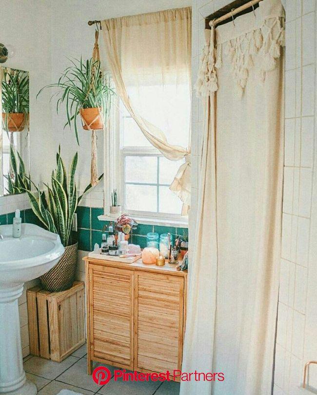 BANHEIRO COM ARMÁRIO DE MADEIRA CRUA - @urbanoutfittershome - #banheiro #bathroom #decor #deco… | Rental bathroom makeover, Rental kitchen makeover, R