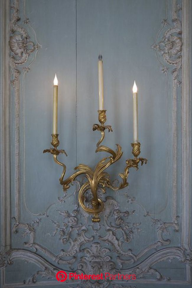 Le salon ovale du prince | Blue rooms, Decor, Sconces
