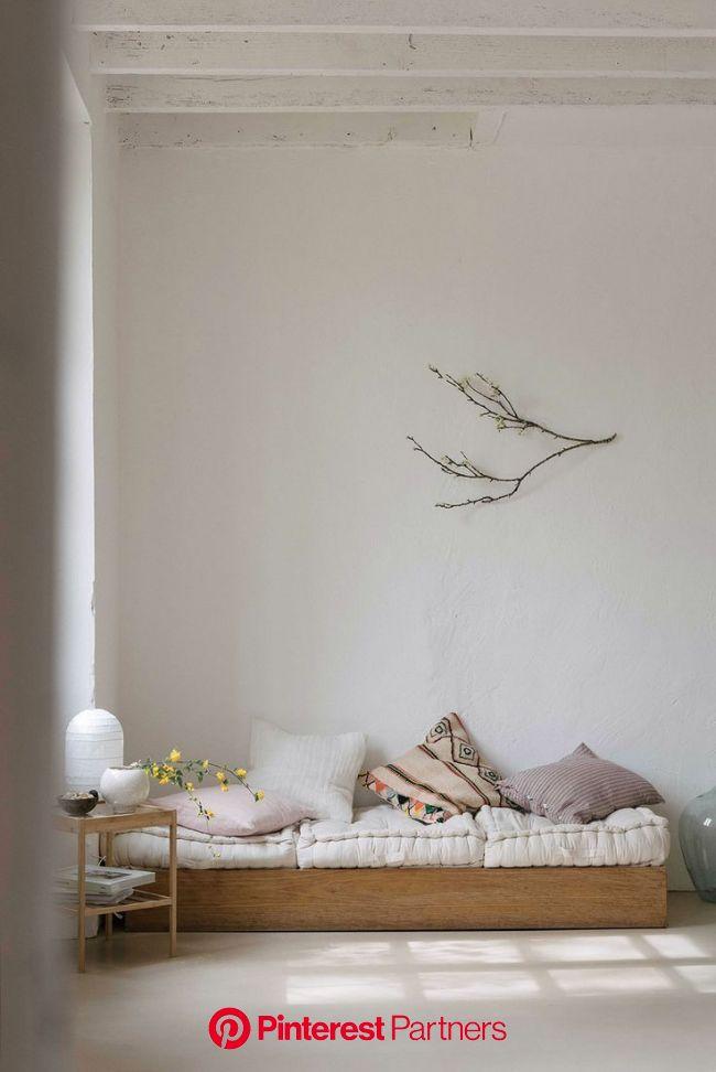 at home in france with olivia thebaut. (mit Bildern)   Wohnen, Home interior, Modernes holzbett