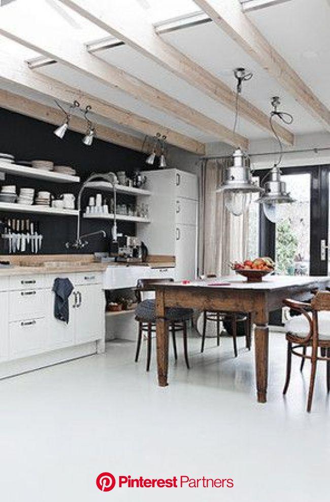Ciekawe wnętrze na tej fotce. Miło pomyśleć, że też możnaby mieć taki projekt domu. Więcej takich wnętrz … (With images) | Wnętrze kuchni, Projekty ku