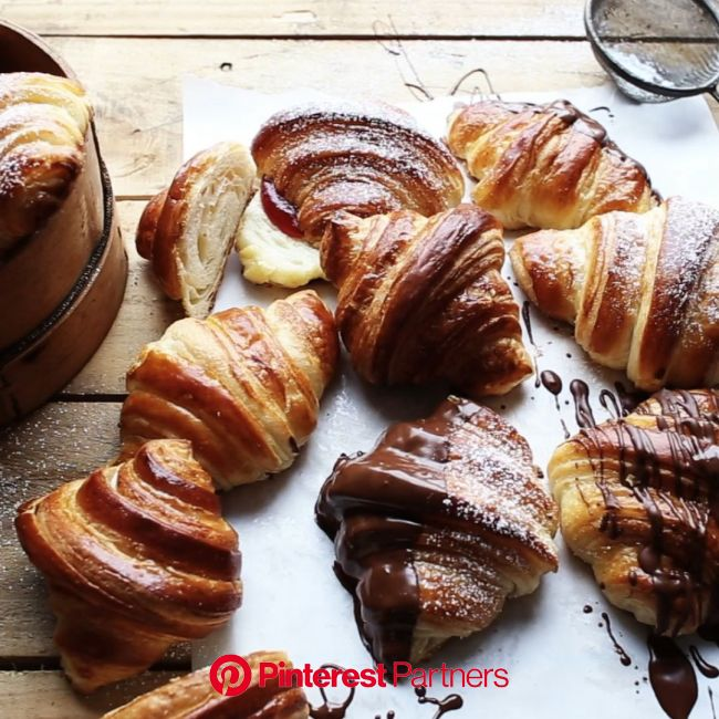 This is an original French Croissant recipe fully translated into English and calculated in cups and gram… [Video] | Homemade croissants, Croissant re
