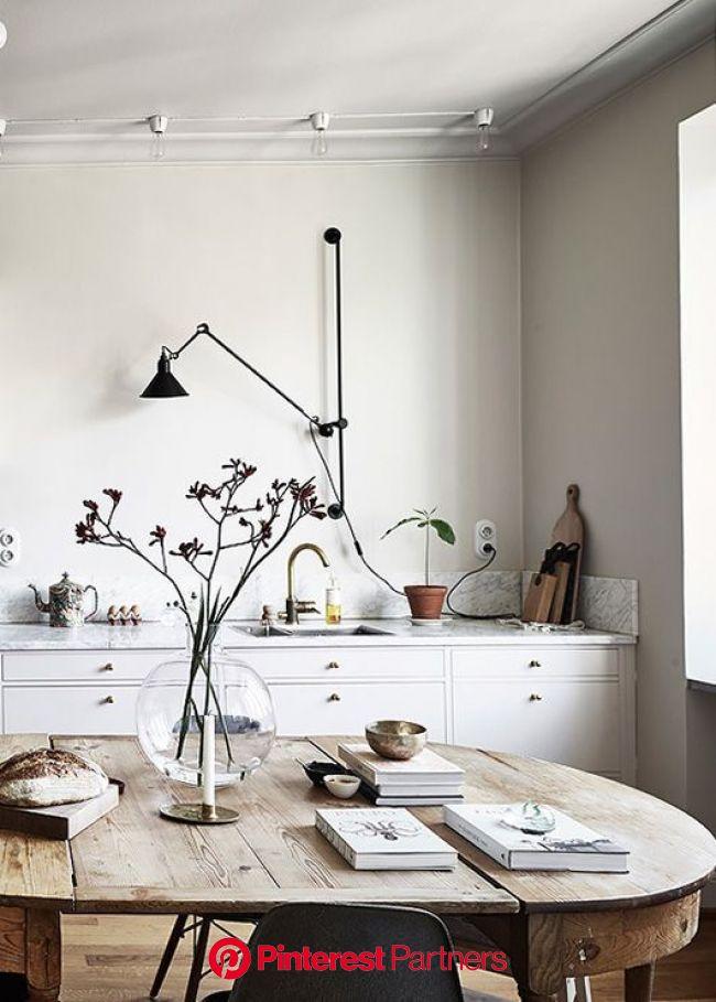Keep Up With Kourtney Kardashian's House Design | Skandinavisches esszimmer, Speisezimmereinrichtung, Industrielle esszimmer