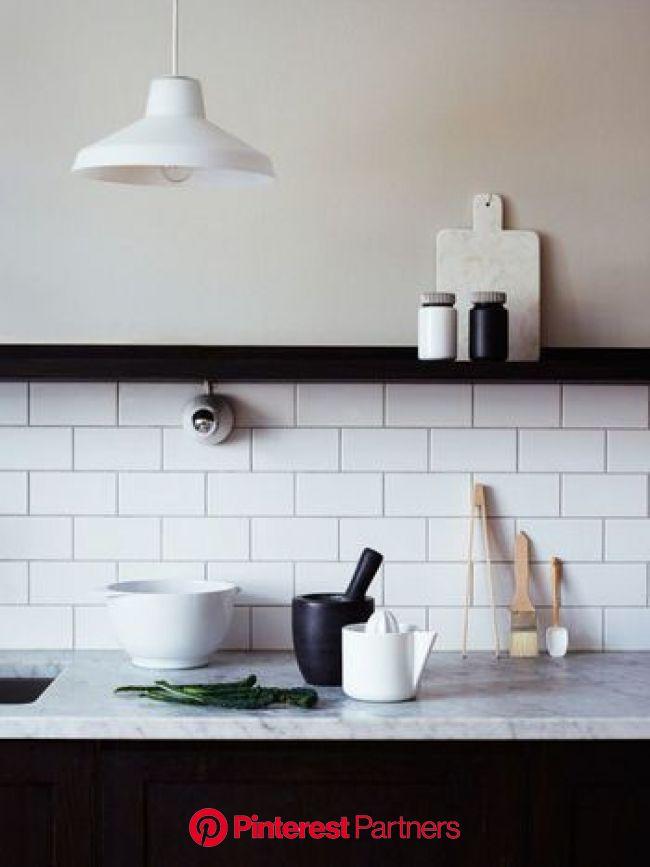 上品でちょっとレトロ。キッチン×タイルの素敵な関係 | キッチンアイデア, キッチン リモデル, リビング キッチン
