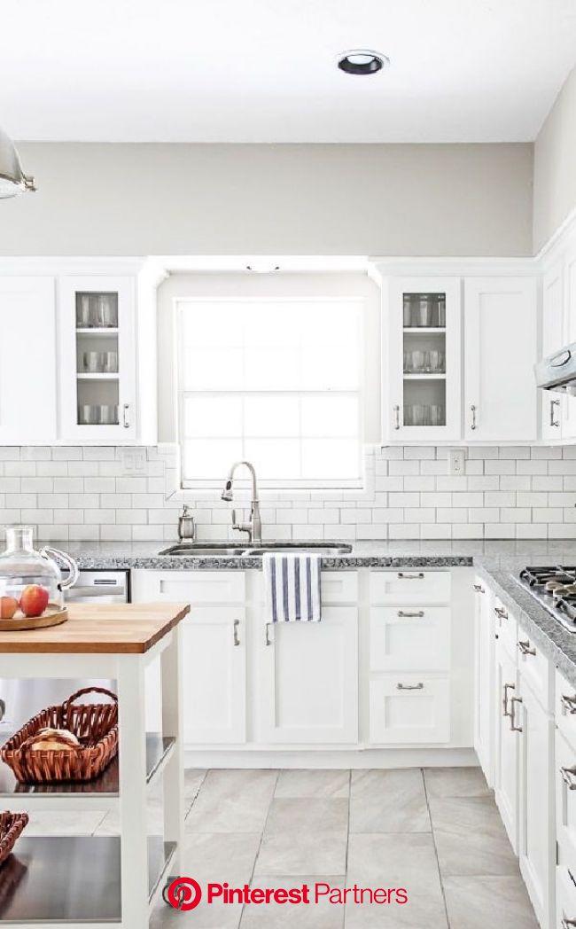Elegant White Kitchen Design Ideas To Build Up The Moods em 2020 (com imagens) | Projeto arquitetonico, Casas
