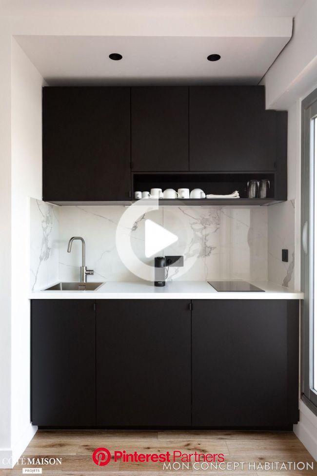 Optimisation d'espace pour ce studio rénové par Studio 54 | Kitchen design small, Home decor kitchen, Small apartment kitchen