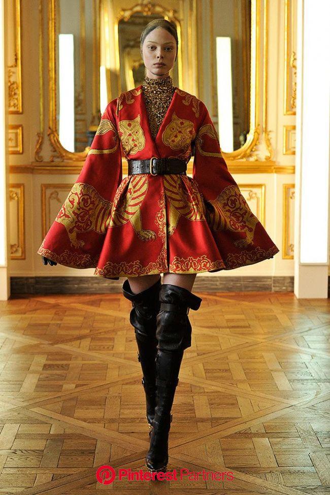 Alexander McQueen Fall 2010 Ready-to-Wear Fashion Show   Oriental fashion, Fashion, Fashion outfits