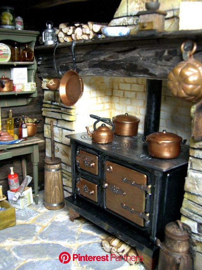 eifel-minis.de #smallwoodcrafts in 2020 | Miniature kitchen, Dolls house interiors, Dollhouse kitchen