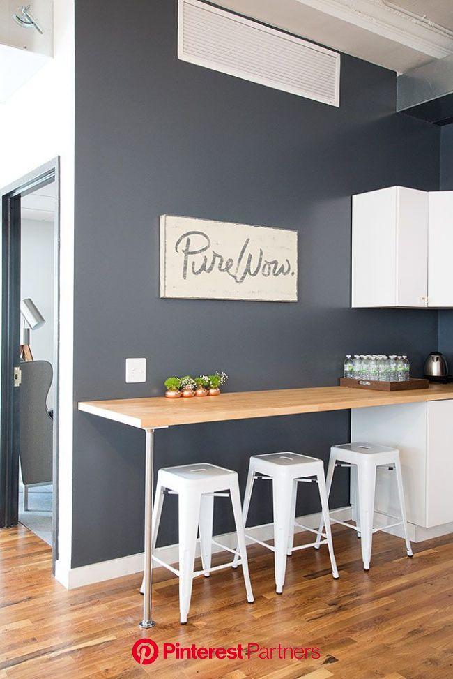La oficina de PureWow | Barras de cocina, Decoración de cocina, Decoración de unas