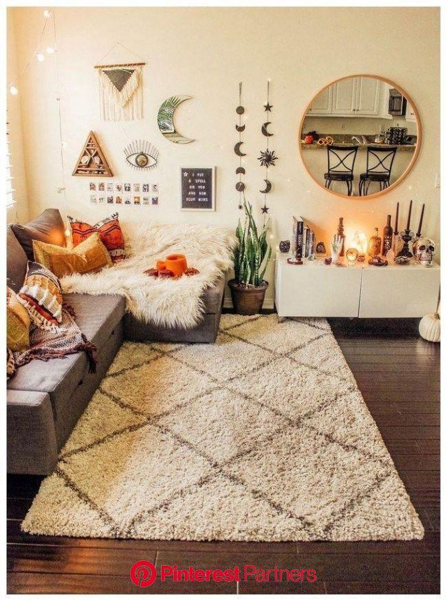 56 Bohemian Minimalist Bedroom Ideas with Urban Outfiters #dormroomideas #minimalis…   Living room decor apartment, Apartment living room, Apartment d