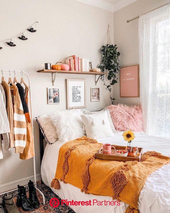 "Mitzi: Hudson Valley Lighting on Instagram: ""Cozy autumn vibes???? Inspo from @astoldbymichelle • • • • • • #mymitzi #lighting #…   Dorm room inspi"