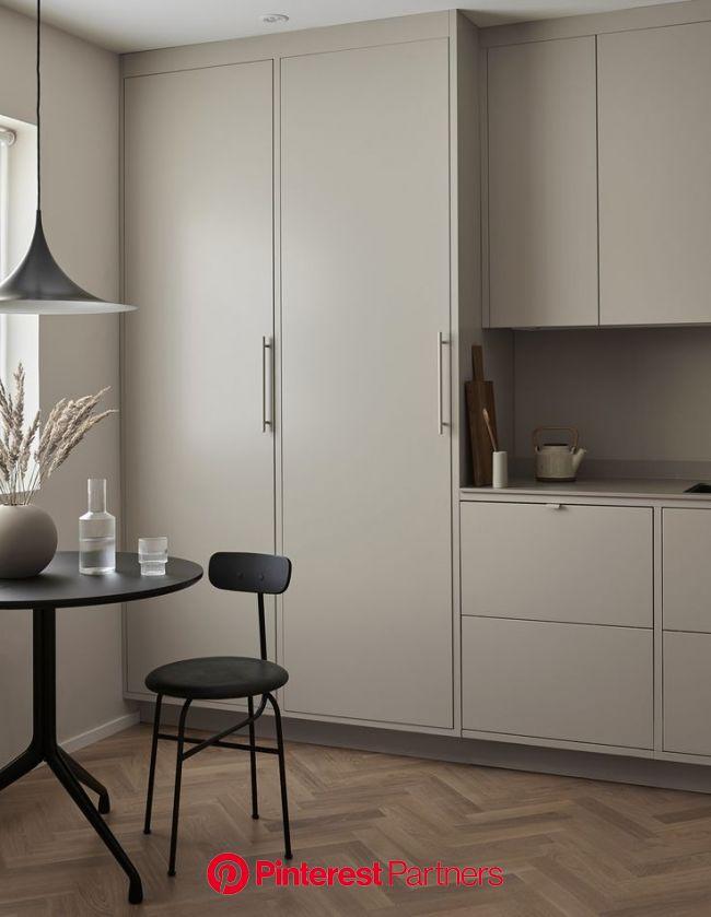 Nordiska Kök for Cooee. A minimalist, timeless frame kitchen in soft sand tones, with Silestone count… | Design inredning, Modern heminrednin