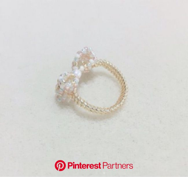 リボンのリングの作り方 | ビーズ 指輪 作り方, ビーズの指輪, ビーズ