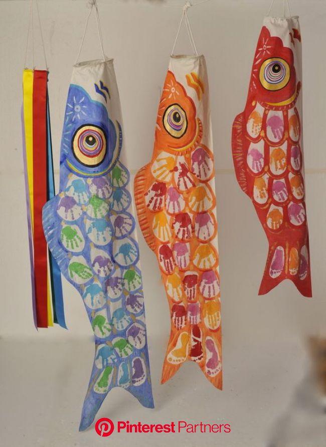 世界でたった一つのオリジナルこいのぼり! こいのぼりの鱗に、子どもの手形を入れました。 初節句から2番目くらいのお節句に、家族で一緒に作ると最...   鯉のぼり 手作り, 手芸, 鯉のぼり 工作