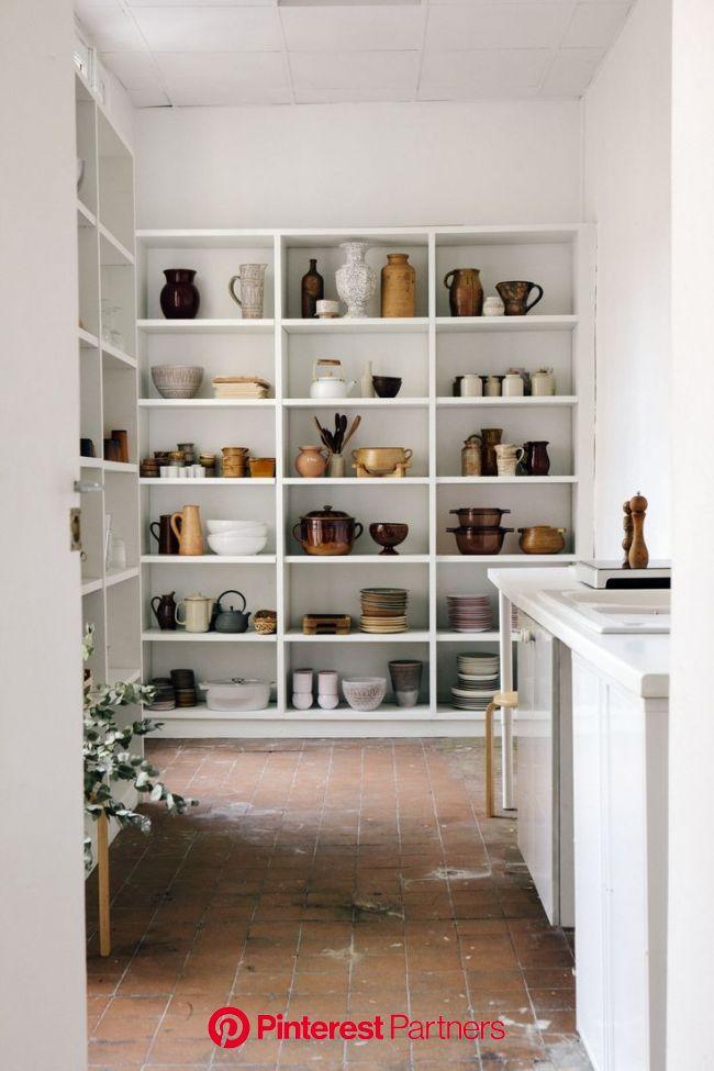 L'art de collectionner les objets   Étagère ouverte cuisine