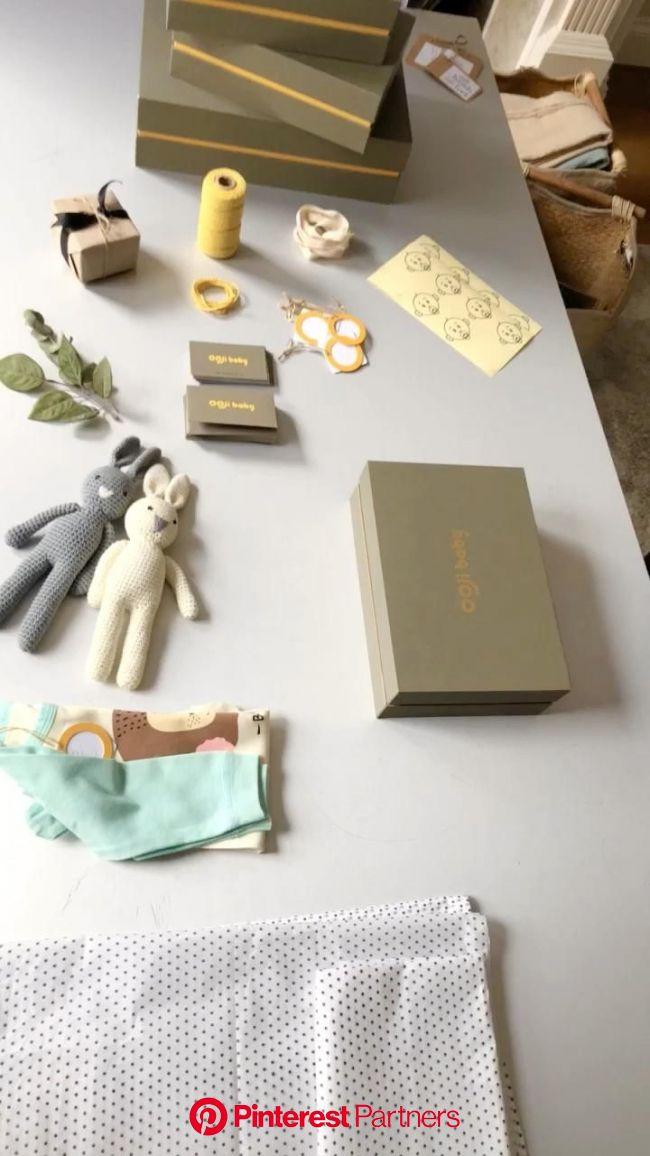 A combination of outfit with handmade crochet bunny makes the makes the cutest new baby gi… | Doğum öncesi hediyeleri, Kişiselleştirilmiş hediyeler, E