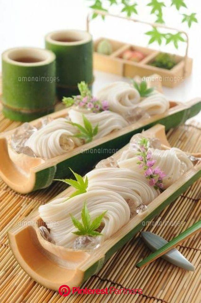 竹の器に盛ったそうめん (c)HIROYUKI TAKENO/a.collectionRF #JapaneseDishes | Food presentation, Food decoration, Food photography