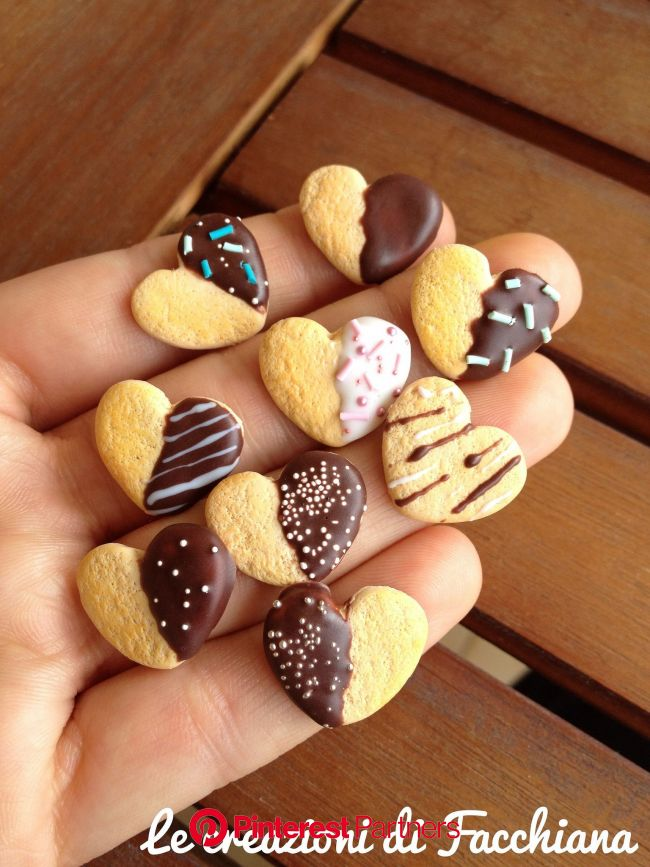 Chocolate covered heart biscuit *Miniature | Clay food, Miniature food, Polymer clay miniatures