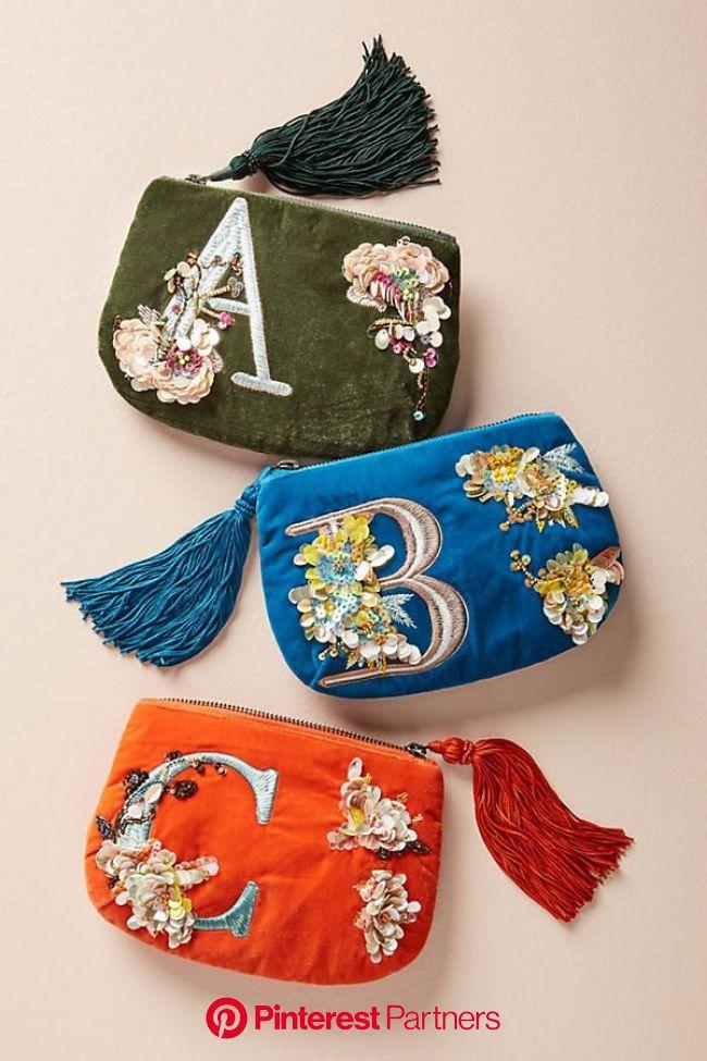 A pretty monogram pouch, because nothing says classic and thought-through than monograms, amirite? | Bolsas artesanais, Bolsas de couro feitas à mão,