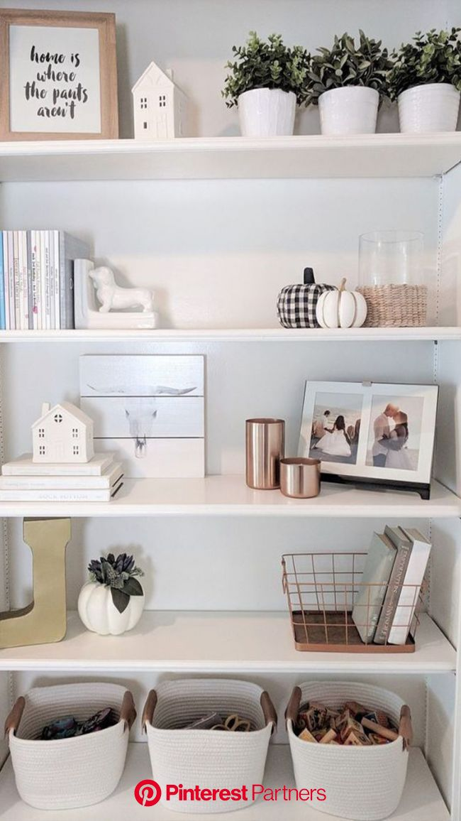 Your bedroom isn't just a place to keep your things and sleep. It should be a sanctuary that reflects a… en 2020 | Decoración para estantes, Deco